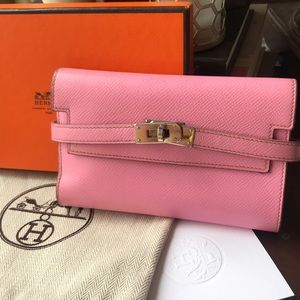 c7fac38c6e7 AUTHENTIC Hermès Pink Kelly Wallet(cheap on depop)
